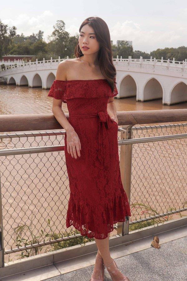 *PREMIUM* Brielle Off Shoulder Lace Dress in Red